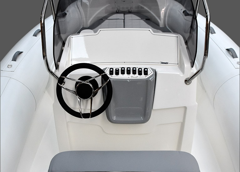 Modello 226 - Driving console with windscreen, stainless steel handrail, dash panel, steering and front two-seater bench