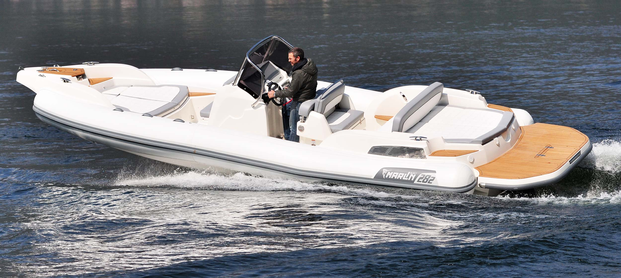 Marlin Boat - Inboard model  282
