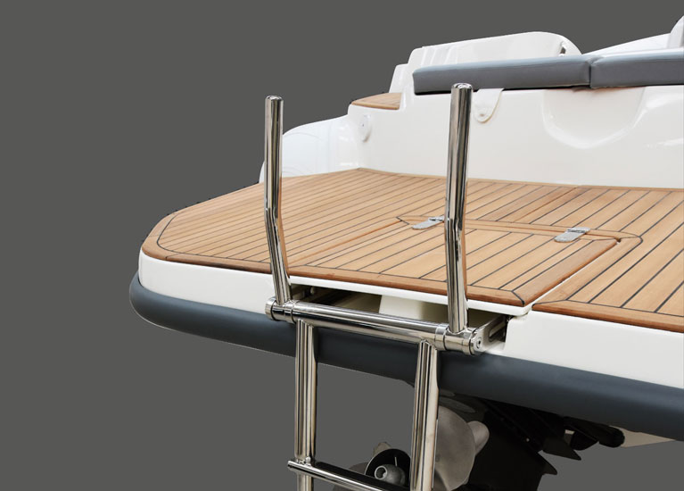 Modello 23EF - Stern dinette convertible in sun bathing bed
